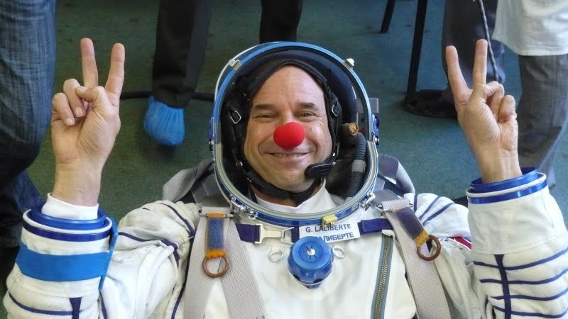 2012-12-18-kisalala-images-guy-laliberte-space-GuyClowninSpace6