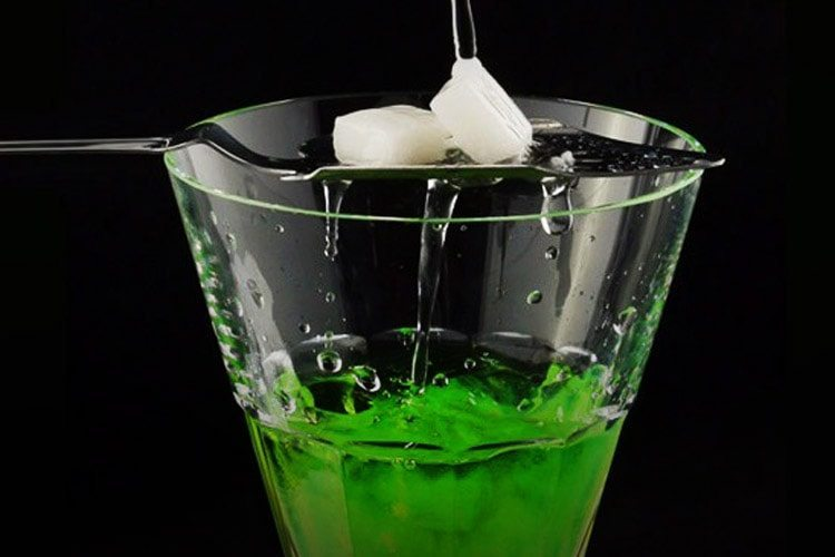 cannabis-absinthe-is-available-in-europe-2